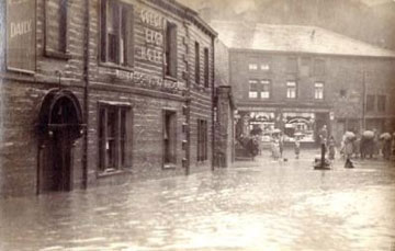 Photo: Golden Lion in 1931 flood.