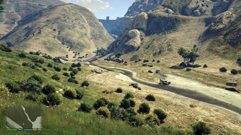 Photo: Water flow drying up in GTA V; dam in the background.